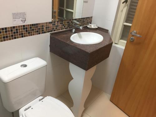 Um banheiro em Hotel Praça da Matriz