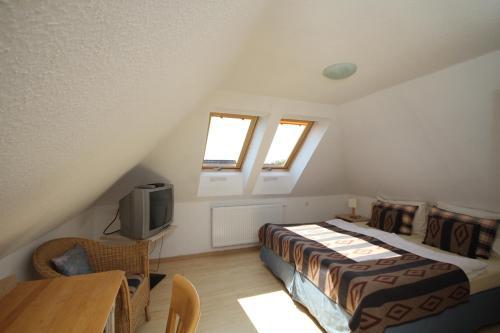 Ein Bett oder Betten in einem Zimmer der Unterkunft Dworek Łeba