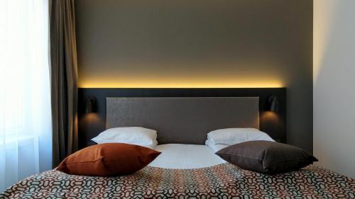 Кровать или кровати в номере Quality Hotel Augustin