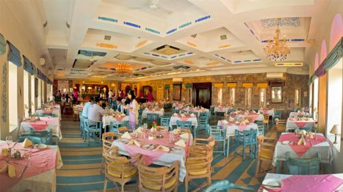 A restaurant or other place to eat at Neemrana Fort-Palace