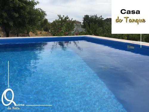 A piscina em ou perto de Quinta da Neta