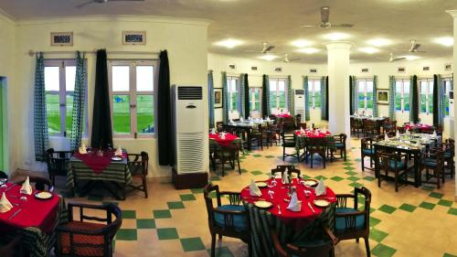 A restaurant or other place to eat at Neemrana's - Hill Fort - Kesroli