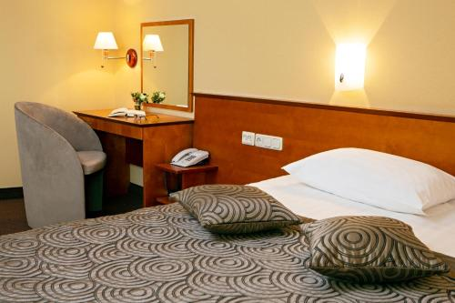 A bed or beds in a room at Art City Inn