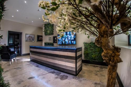 The lobby or reception area at Hotel 21