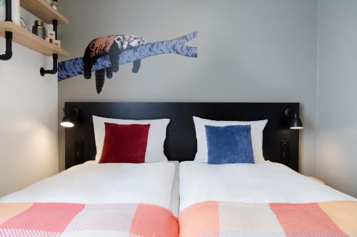 Ein Bett oder Betten in einem Zimmer der Unterkunft Generator Hamburg