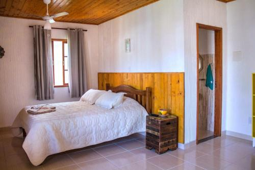 A bed or beds in a room at Sítio Corta Vento