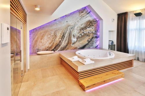 A bathroom at Penzion Arigone & Privátní Wellness