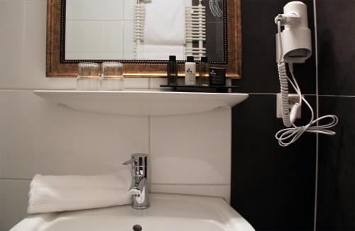 Ein Badezimmer in der Unterkunft Hotel Esmer