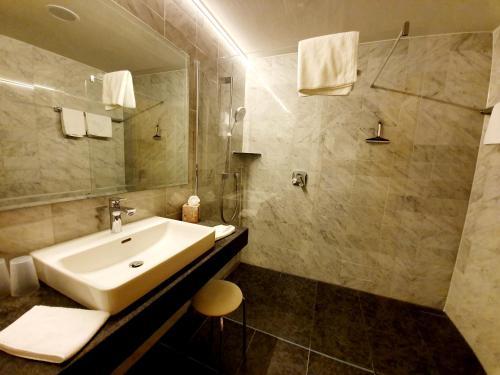 """Ein Badezimmer in der Unterkunft Landgasthof """"Wilder Mann"""""""