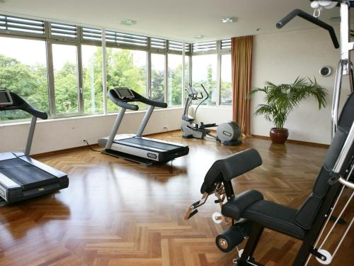 The fitness center and/or fitness facilities at Parkhotel Gütersloh