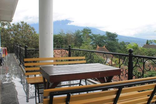 A balcony or terrace at Sahabat Backpacker 2 Matabean