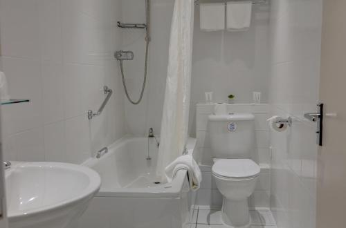 A bathroom at Best Western The Stuart Hotel