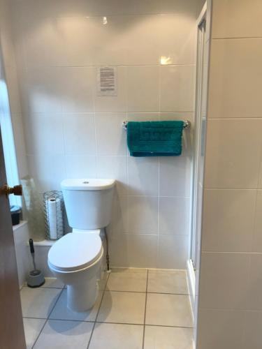 A bathroom at Sutton Park Guest House