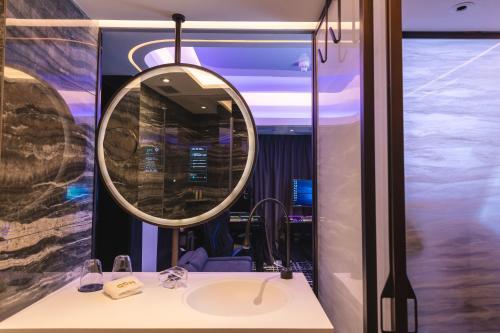 A bathroom at OASIS AVENUE - A GDH HOTEL