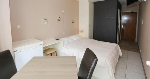 Een bed of bedden in een kamer bij Hotel De Zeebries Budget