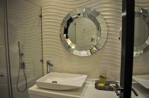 A bathroom at Andromeda Hotel Thessaloniki