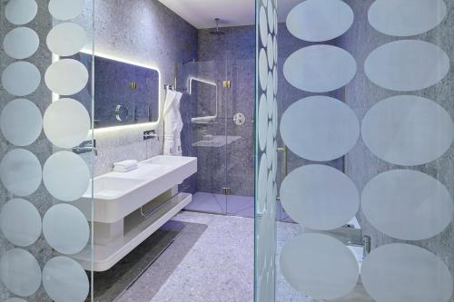 A bathroom at Ausonia Hungaria Wellness & Lifestyle