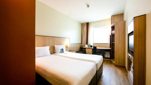 A bed or beds in a room at Ibis Al Barsha
