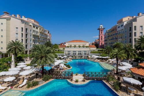 Ein Blick auf den Pool von der Unterkunft IL Campanario Villaggio Resort oder aus der Nähe