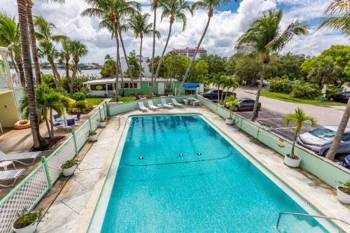 The swimming pool at or close to Light House Inn