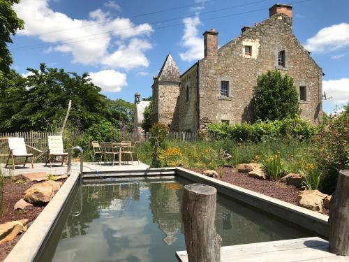The swimming pool at or near Manoir de Jouralem
