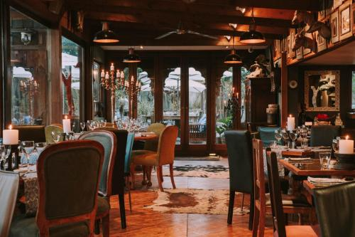 A restaurant or other place to eat at Emily Moon River Lodge