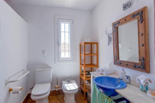 A bathroom at Hotel Los Castaños