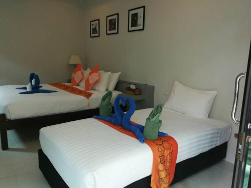 A bed or beds in a room at Sun Moon Star Resort Koh Phangan