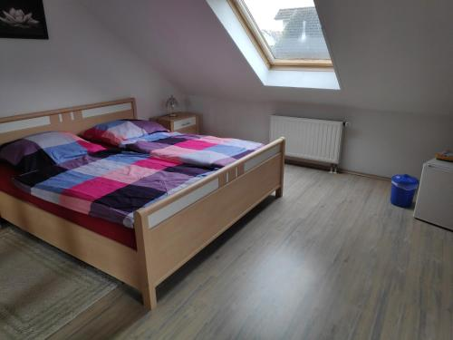 Ein Bett oder Betten in einem Zimmer der Unterkunft Inseldorf Wardt