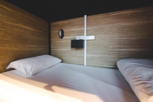 Ein Bett oder Betten in einem Zimmer der Unterkunft BED STATION Hostel Khaosan