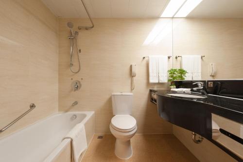حمام في Ramada by Wyndham Pearl Guangzhou