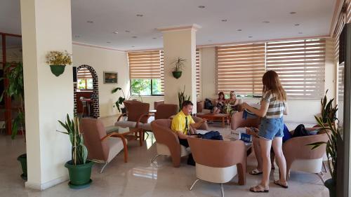 Een restaurant of ander eetgelegenheid bij Miray Hotel Kleopatra
