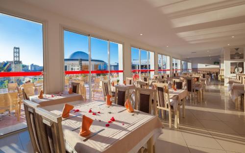 Een restaurant of ander eetgelegenheid bij Hotel Zodiac