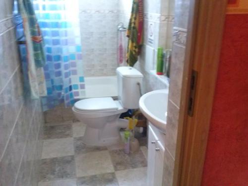 A bathroom at House on Veteranov