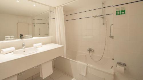 Een badkamer bij Ostend Hotel