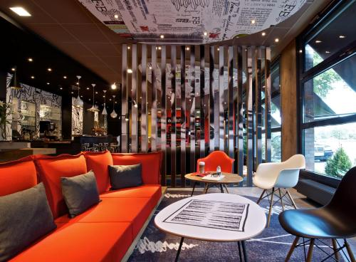 The lounge or bar area at ibis Hotel Hamburg Airport