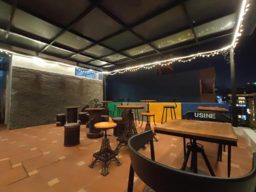 The lounge or bar area at Bonjour Sa Pa Hotel
