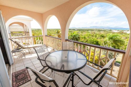 A balcony or terrace at Royal Palms