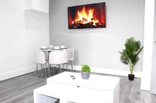 A television and/or entertainment centre at Reads Luxury Jacuzzi Apartments