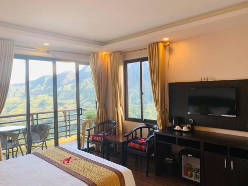 A television and/or entertainment center at Sapa Mountain Hotel