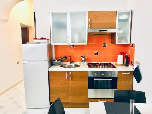 A kitchen or kitchenette at Dimora dei Mercanti