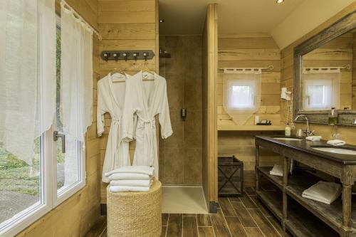 A bathroom at Domaine De Villeray