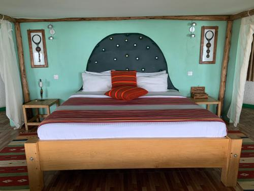 A bed or beds in a room at Samuka Island Retreat