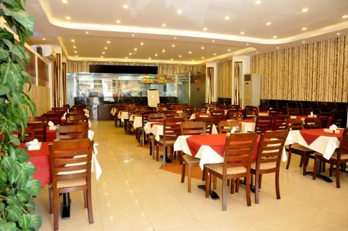 Um restaurante ou outro lugar para comer em APOLLO DIMORA THE BUSINESS HOTEL