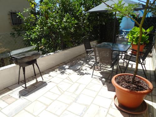 A porch or other outdoor area at miraventos