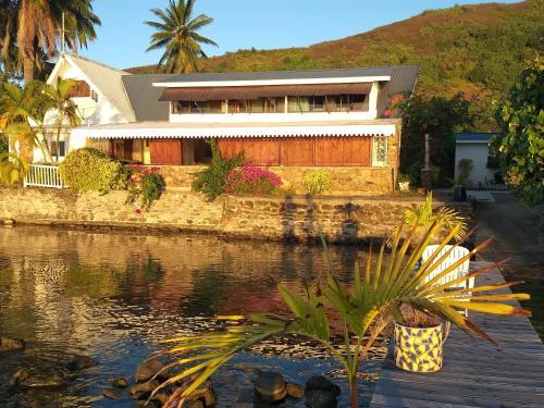 Magnifique maison bord de lagon