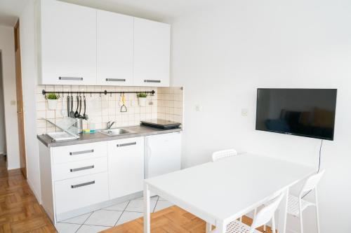 Kuchyňa alebo kuchynka v ubytovaní Apartment by Jassi