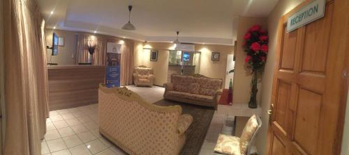 The lobby or reception area at Bridgeville Guest House( Pty) Ltd
