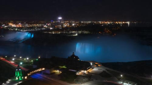 A view of the pool at Niagara Falls Marriott Fallsview Hotel & Spa or nearby