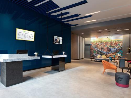 The lobby or reception area at ibis Styles Bangkok Sukhumvit 4